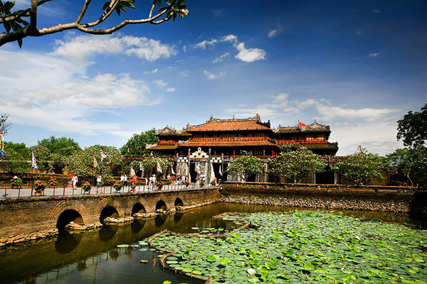 DANANG - HOI AN - MY SON - HUE - BA NA HILL (HAND GOLDEN BRIDGE) TOUR 6 DAYS 5 NIGHTS